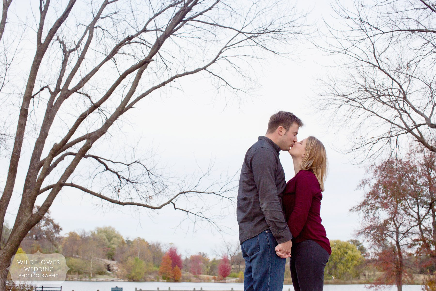 stephens-lake-engagement-kiss-photo-mo