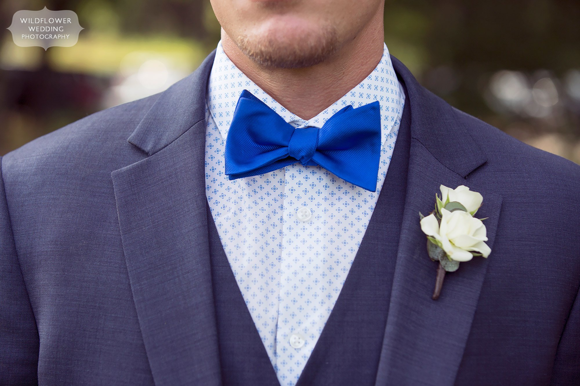 The groom wears a royal blue bowtie for his country wedding in southern MO.