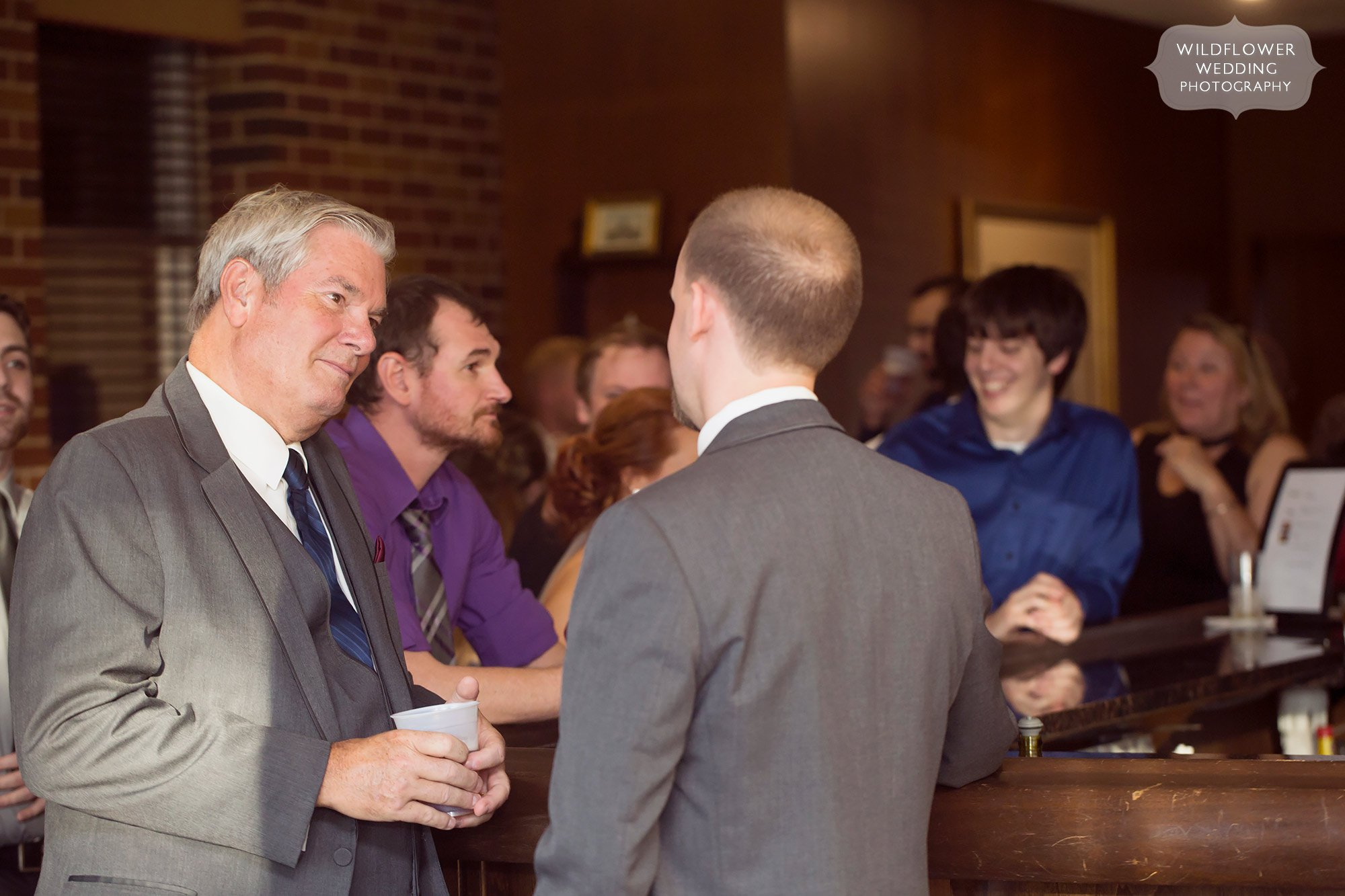 Jeff City Country Club guests enjoy drinks at bar.
