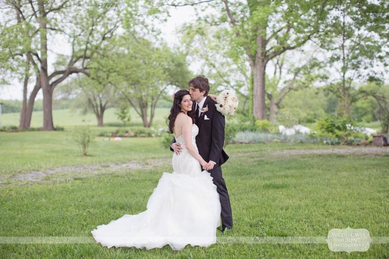 blue-bell-farm-wedding-photos-mo-01