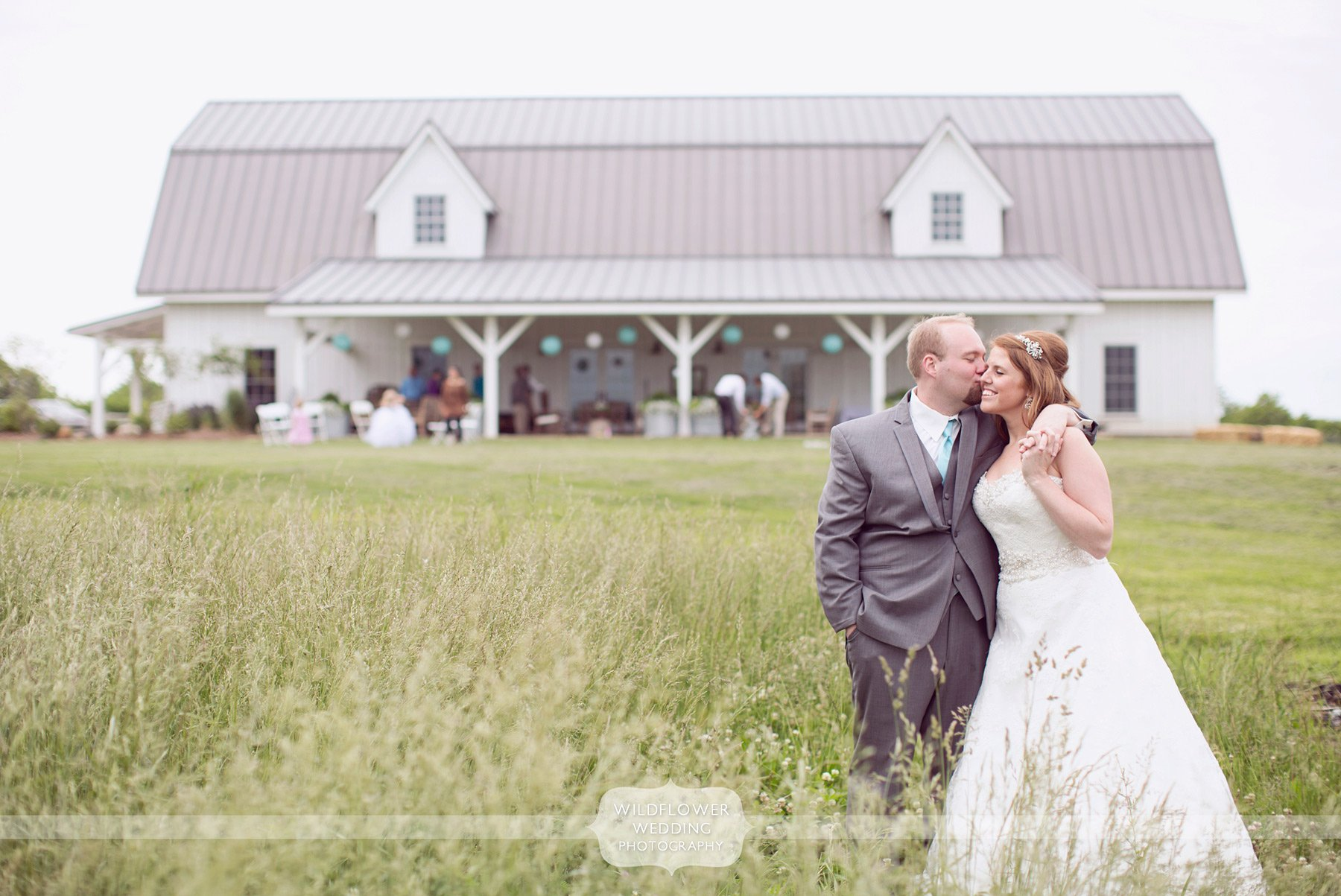 outdoor-barn-wedding-mo-02