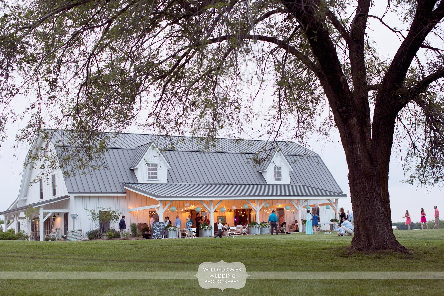Outdoor Barn Wedding near Columbia, MO - Blue Bell Farm