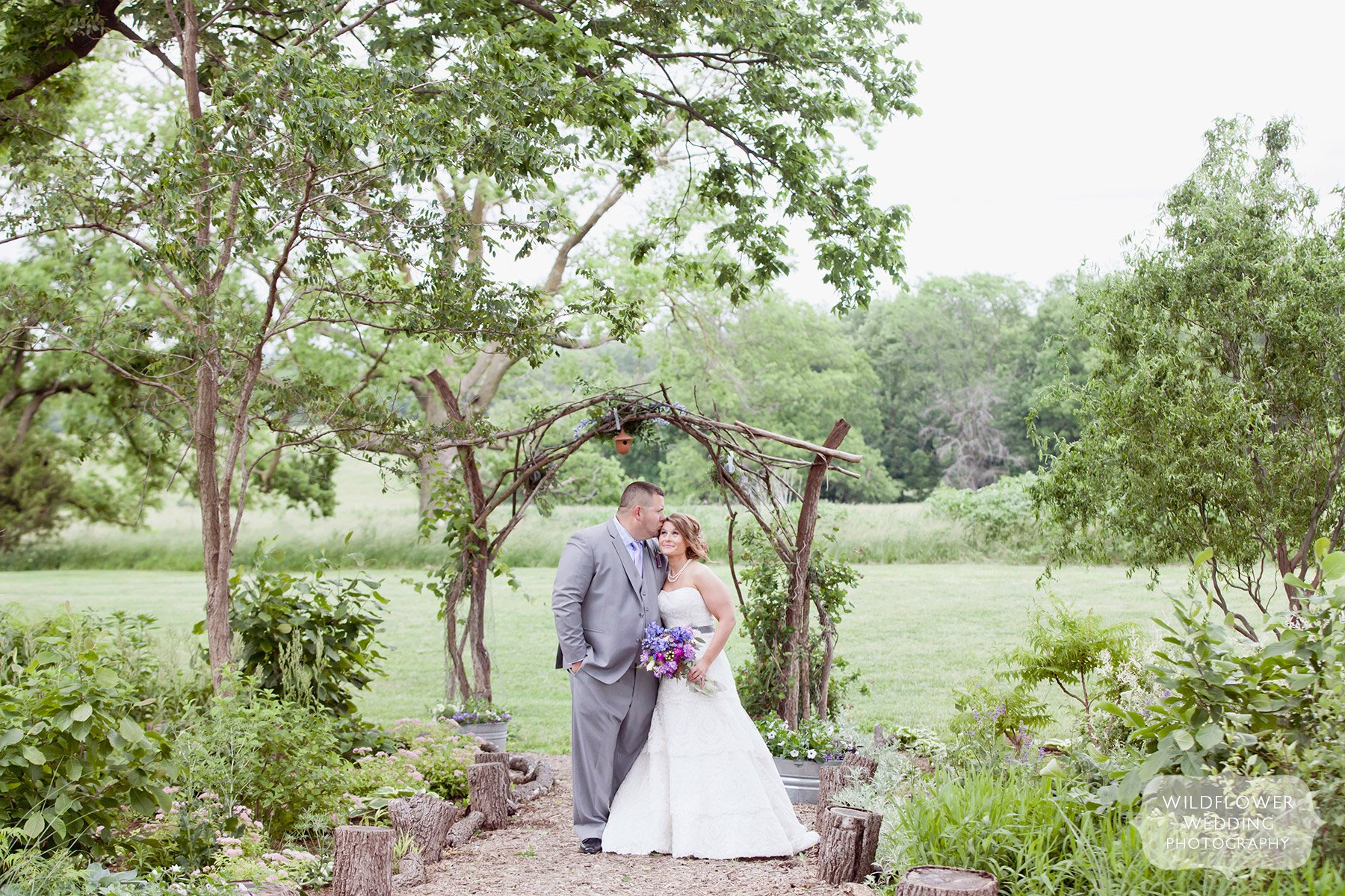 rustic-farm-wedding-columbia-mo-02