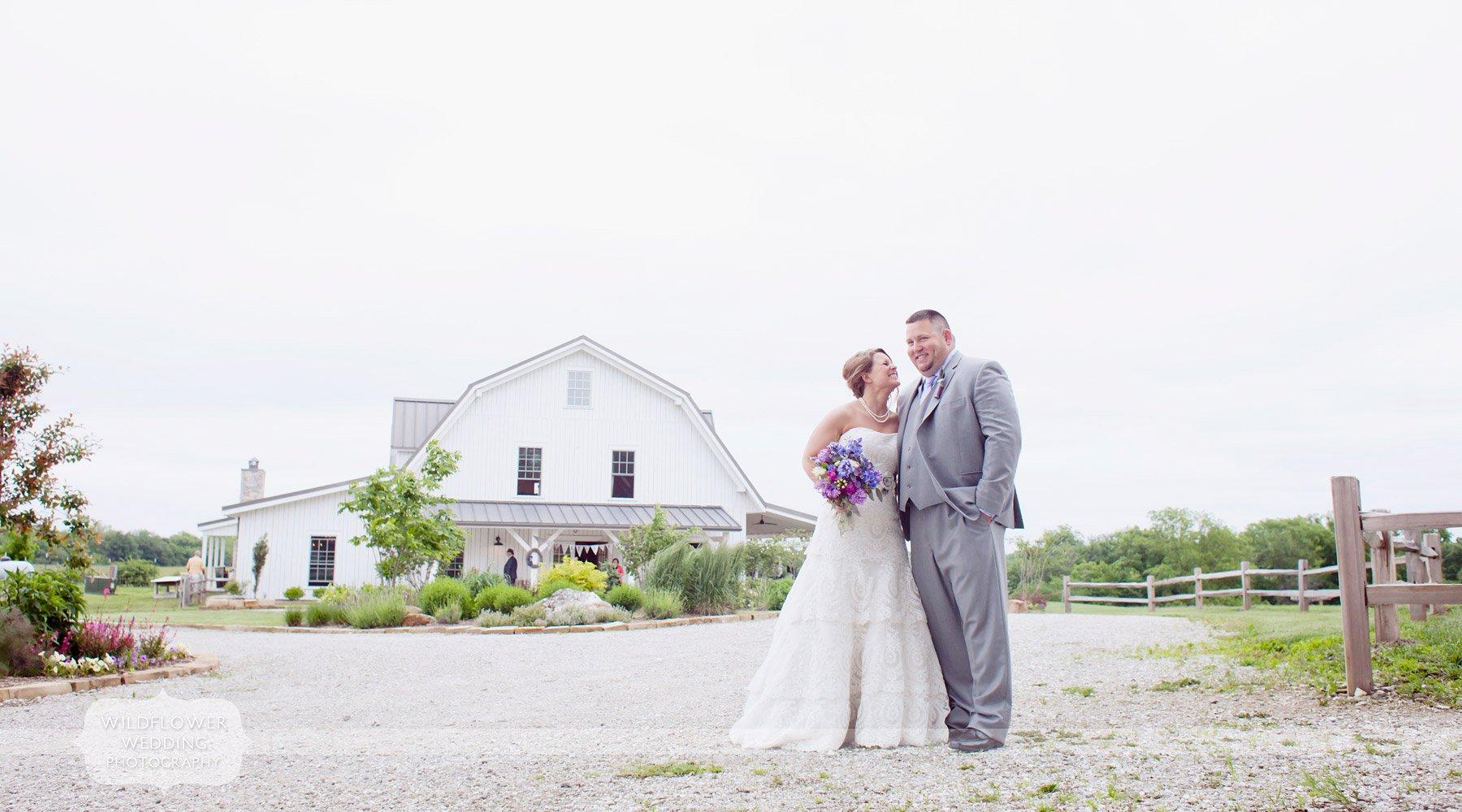 blue-bell-barn-wedding-reception-01