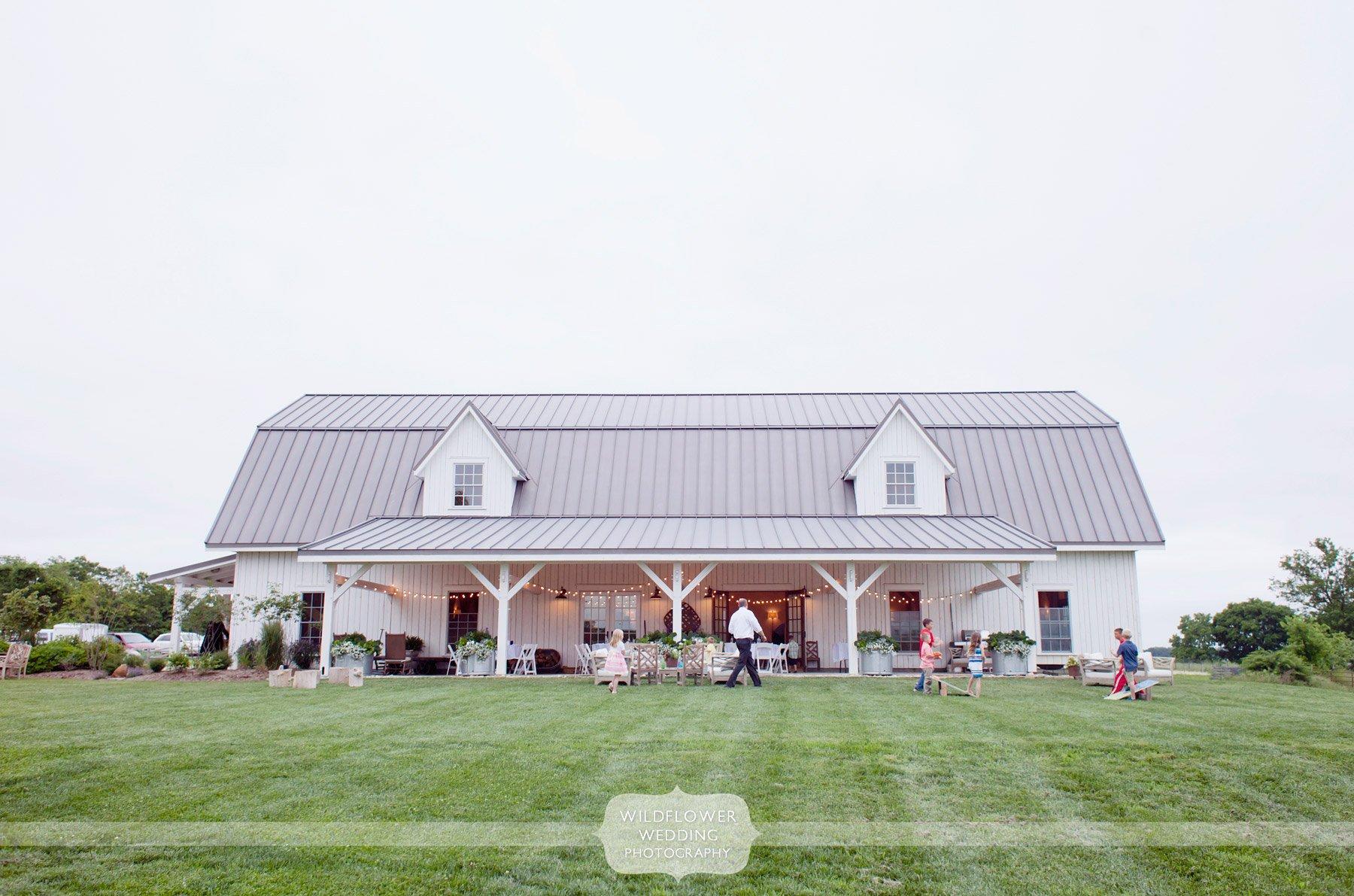 blue-bell-barn-wedding-reception-03