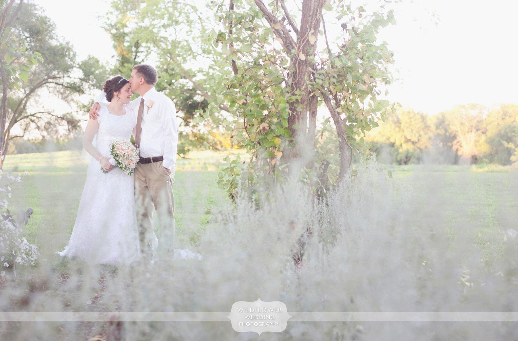 Blue bell farm spring wedding columbia mo for Wedding photographers columbia mo