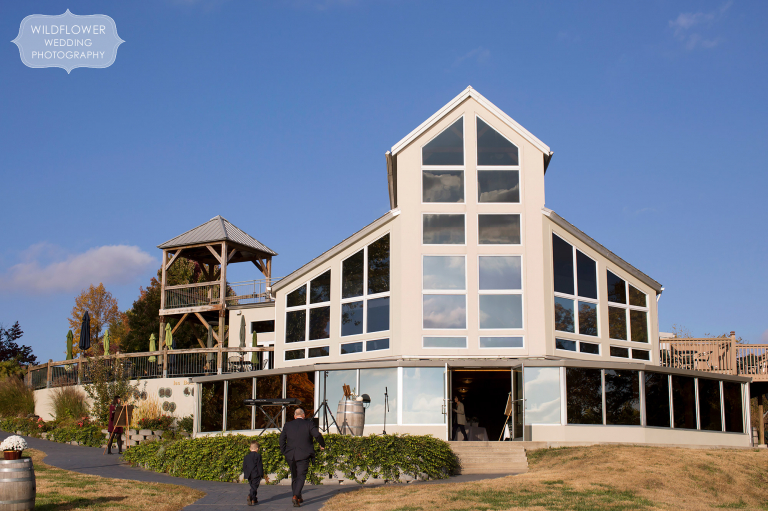 This Les Bourgeois October wedding venue is set on the Missouri River.