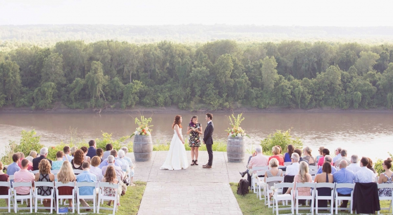 outdoor wedding ceremony held at Les Bourgeois Vinyards in Rocheport, MO
